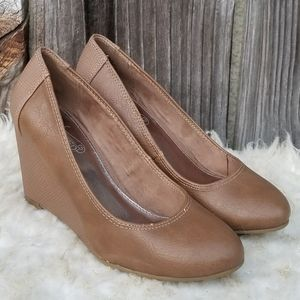 6 Wedges Unlisted Tan Kenneth Cole Reaction EUC